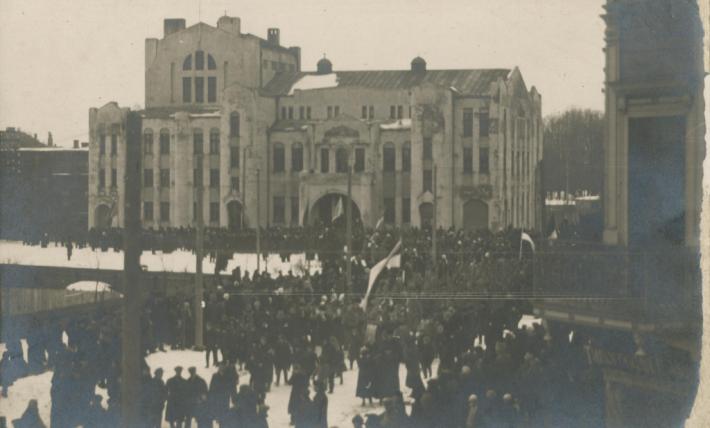 1918 Eesti iseseisvusmanifesti avalik ettelugemine. Foto: Pärnu Muuseumi kogu.