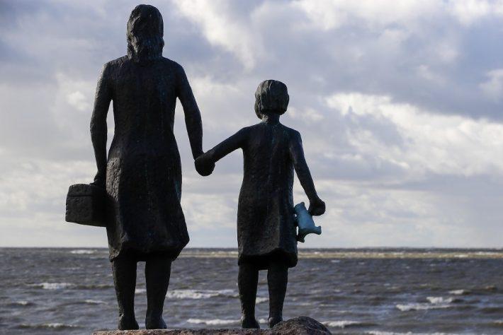 Suurpõgenemise mälestusmärk Puise poolsaarel Läänemaal. Foto: Urmas Lauri.
