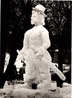 Lumest Gustav II Adolfi monument Tartus. Foto: Tiit Pruuli kollektsioon.