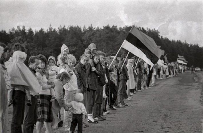 Människokedjan genom Baltikum. Foto: Harald Leppikson, Estlands Nationalarkivet.