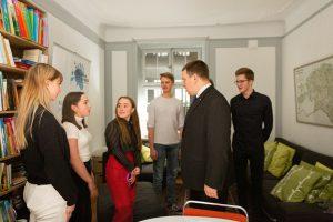 Peaminister Ratase vestlus Rootsis elavate noorte eestlastega, Peaministri büroo