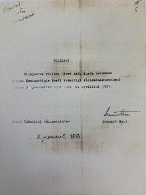 Välisminister Lennart Meri volitus Aadu Mustale. Foto: välisministeerium.